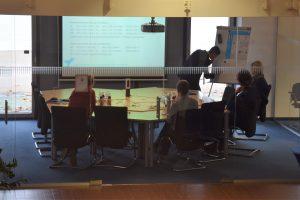 Die Verteidigung der Masterarbeit von Mohammed Rjoob im Besprechungsraum von EXYTRON.